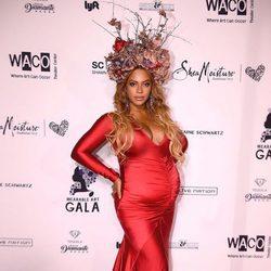 Beyoncé posa embarazada en la Inaugural Wearable Art Gala