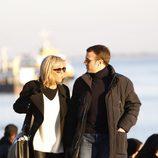 Emmanuel Macron y su mujer Brigitte Macron paseando por Lisboa