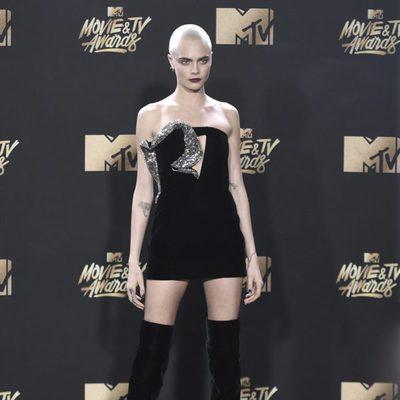 Cara Delevingne en la alfombra roja de los MTV Movie Awards 2017