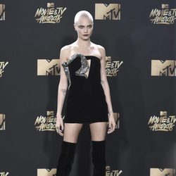 Cara Delevingne en la alfombra roja de los MTV Movie Awards 2017