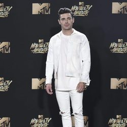 Zac Efron en la alfombra roja de los MTV Movie Awards 2017