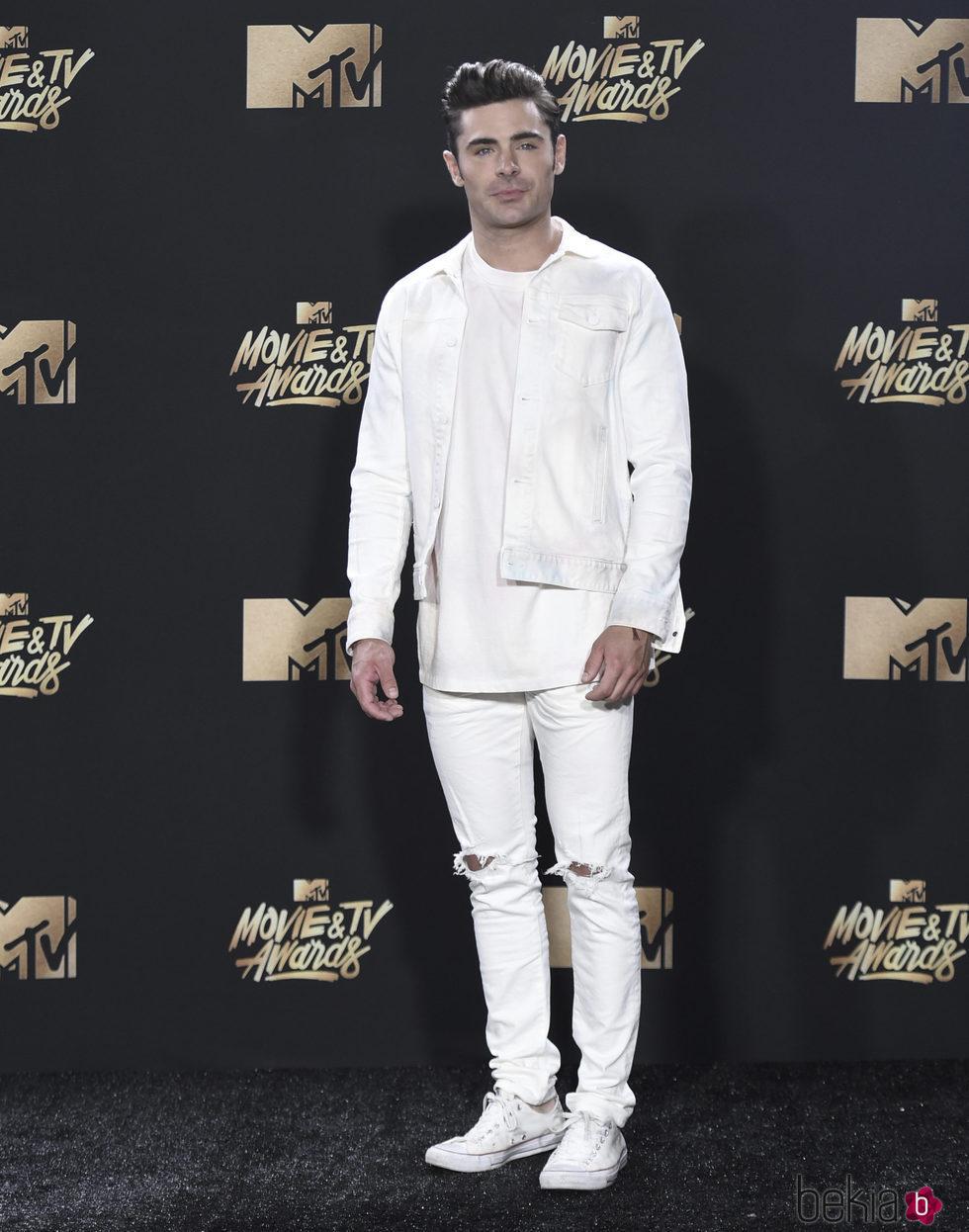 Zac Efron en la alfombra roja de los MTV Movie Awards 2017