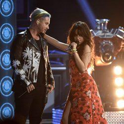 Camila Cabello y J Balvin interpretando 'Hey Ma' en los MTV Movie Awards 2017