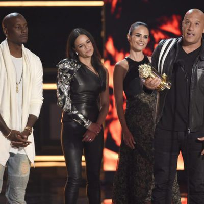 Vin Diesel, Tyrese Gibson, Michelle Rodriguez y Jordana Brewster reciben el premio MTV Generation en los MTV Movie Awards 2017