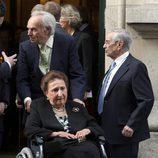 La Infanta Margarita con Carlos Zurita tras recibir la Medalla de Oro de la Real Academia Nacional de Medicina