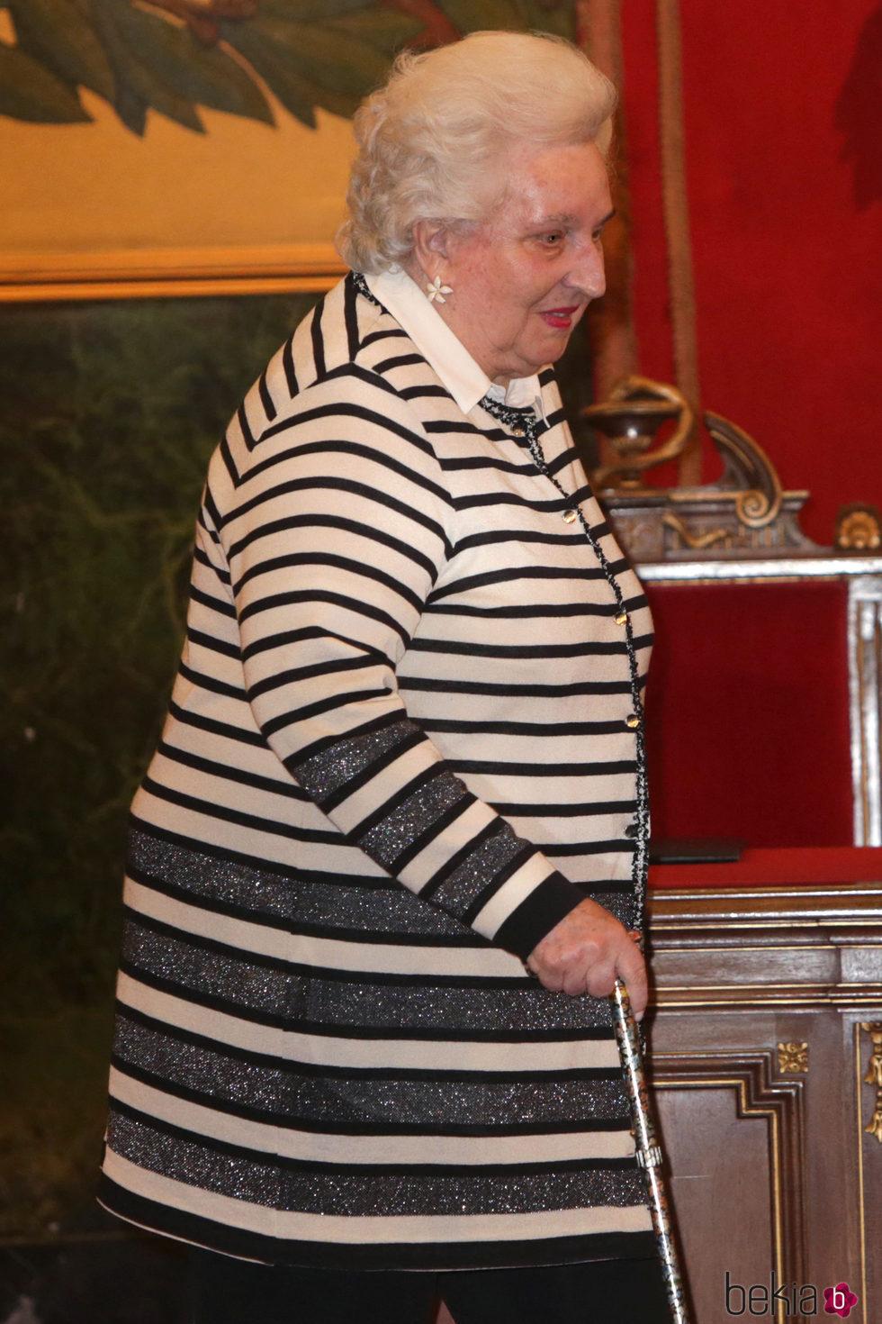 La Infanta Pilar en la entrega a la Infanta Margarita de la Medalla de Oro de la Real Academia Nacional de Medicina