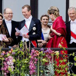 Alberto de Mónaco, los Reyes de Bélgica, los Grandes Duques de Luxemburgo y Estefanía de Luxemburgo en el 80 cumpleaños de Harald y Sonia de Noruega