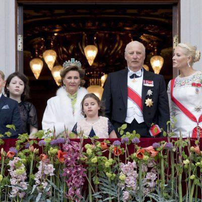 La Familia Real Noruega en el 80 cumpleaños de Harald y Sonia de Noruega