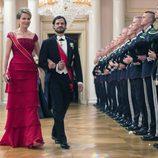 Matilde de Bélgica y Carlos Felipe de Suecia en una cena de gala por el 80 cumpleaños de los Reyes de Noruega