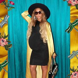 Beyoncé presume su embarazo con una pose sexy