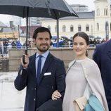 El príncipe Carlos Felipe de Suecia y Sofia Hellqvist en el 80 cumpleaños de Harald y Sonia de Noruega