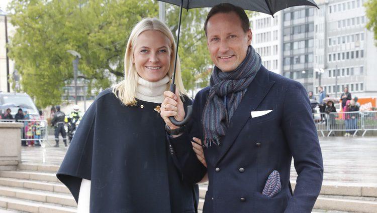 Haakon y Mette-Marit de Noruega en el 80 cumpleaños de Harald y Sonia de Noruega