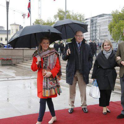Alberto de Mónaco, la Condesa de Wessex y los Grandes Duques de Luxemburgo en el 80 cumpleaños de Harald y Sonia de Noruega