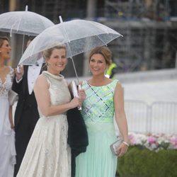 La Condesa de Wessex y Marta Luisa de Noruega en la cena en honor a los Reyes de Noruega por su 80 cumpleaños