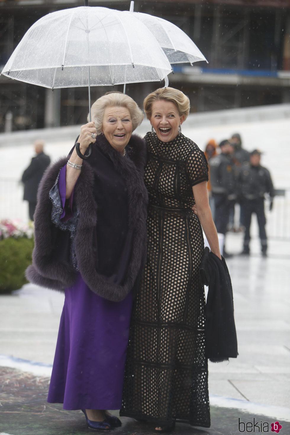 Beatriz y Mabel de Holanda en la cena en honor a los Reyes de Noruega por su 80 cumpleaños