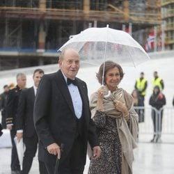 Los Reyes Juan Carlos y Sofía en la cena en honor a los Reyes de Noruega por su 80 cumpleaños