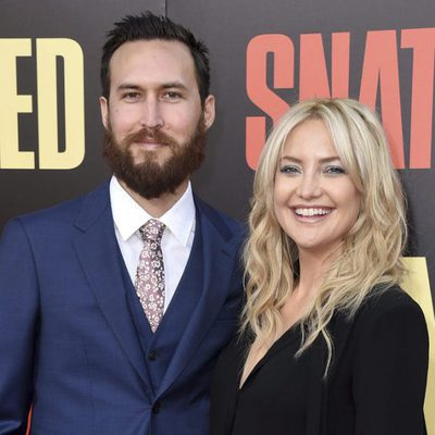 Kate Hudson y Danny Fujikawa en la premiere de 'Snatched' en Los Ángeles