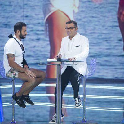 Eliad Cohen con Jorge Javier Vázquez en el plató de 'Supervivientes 2017' a su vuelta a España