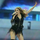 La representante de Macedonia en Eurovisión 2017, Jana Burceska, cantando en el escenario