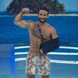 Eliad Cohen posando sin camiseta en el plató de 'Supervivientes 2017'