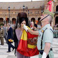 Inés Sastre jurando bandera en Sevilla