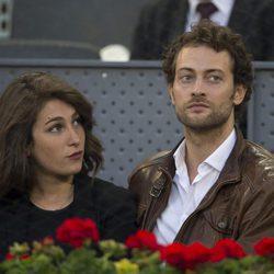 Peter Vives con su novia en la final femenina del Open de Madrid 2017