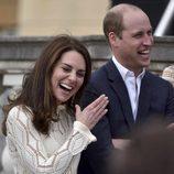 Kate Middleton se parte risa junto al Príncipe Guillermo en una fiesta en honor a los refugiados