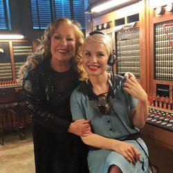 Soraya con Massiel durante la grabación de las chicas del televoto