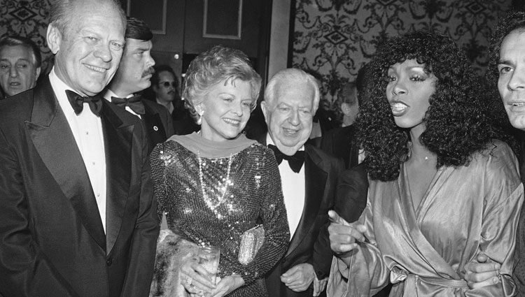 Donna Summer junto con Betty y Gerald Ford