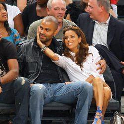 Tony Parker y Eva Longoria viendo un partido en el Madison Square Garden