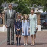 La Infanta Sofía el día de su Comunión con los Reyes Felipe y Letizia y la Princesa Leonor