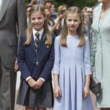 La Infanta Sofía el día de su Comunión junto a su hermana la Princesa Leonor