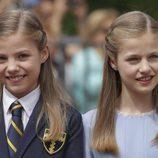 La Infanta Sofía con la Princesa Leonor en su Comunión