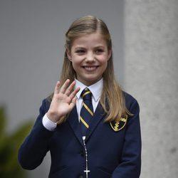 La Infanta Sofía saludando en su Comunión