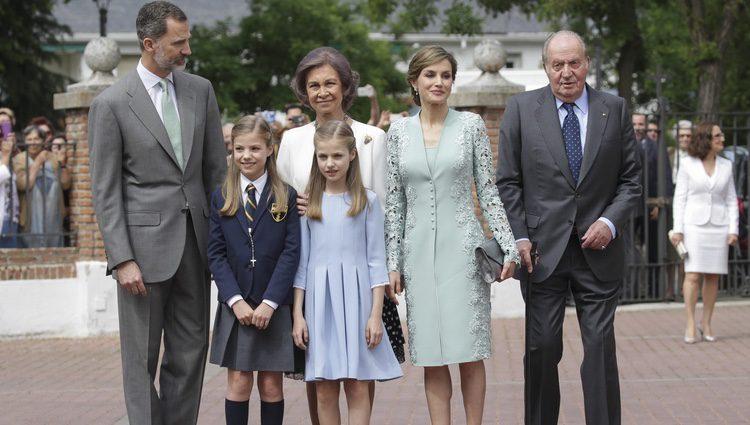 La Familia Real en la Comunión de la Infanta Sofía