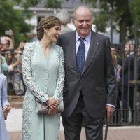 La Reina Letizia y el Rey Juan Carlos, muy cómplices en la Comunión de la Infanta Sofía