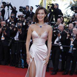 Bella Hadid en la gala inaugural del Festival de Cannes 2017