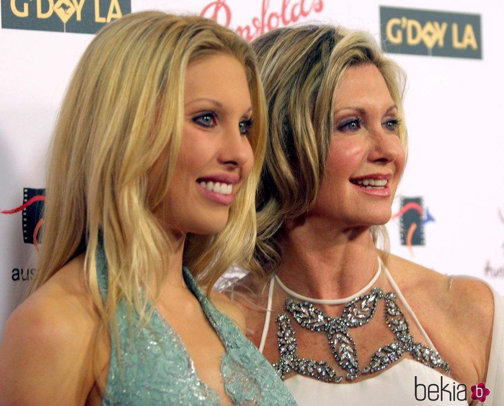 Olivia Newton-John junto a su hija Chloe Lattanzi