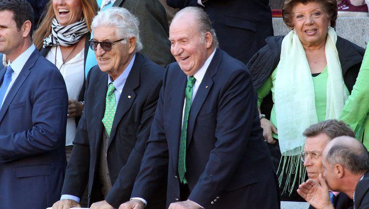 El Rey Juan Carlos se divierte en los toros