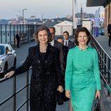 La Reina Sofía y Silvia de Suecia en una cena en Estocolmo