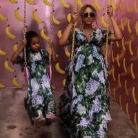 Beyoncé y Blue Ivy con el mismo vestido en un columpio
