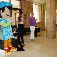 Sara Carbonero visitando a los niños enfermos del hospital de São João