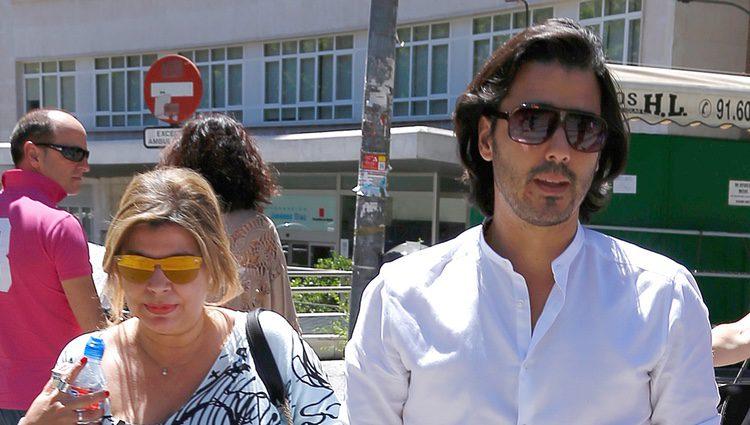 Maximiliano Arrocet y Terelu Campos yendo al hospital de María Teresa Campos