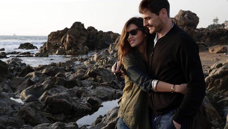 Sara Carbonero abrazando a Iker Casillas