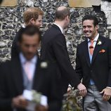 Los Príncipes Harry u Guillermo con Spender Matthews en la boda de Pippa Middleton