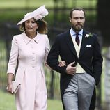 Carole y James Middleton acudiendo a la boda de Pippa Middleton