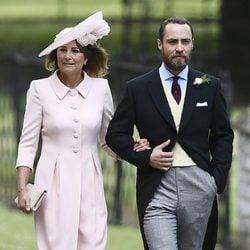 Carole y James Middleton acudiendo a la boda de Pippa Middleton