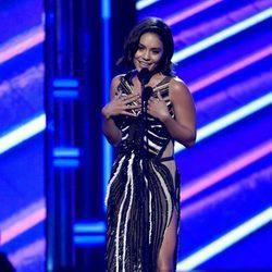 Vanessa Hudgens presentando los Billboard Music 2017