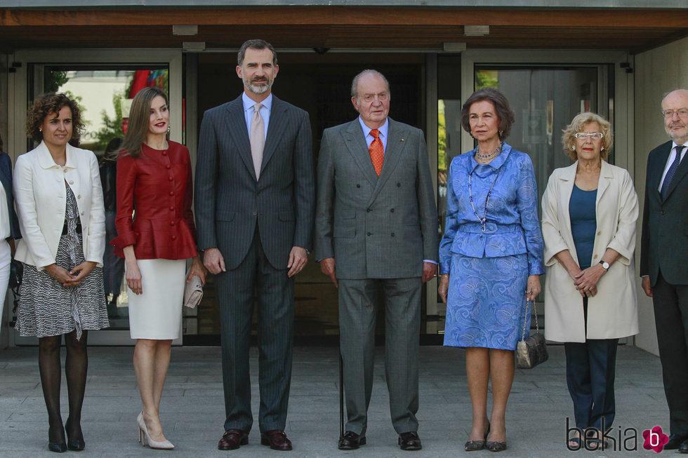 La Familia Real con Dolors de Monserrat y Manuela Carmena en el 40 aniversario de la Fundación Reina Sofía