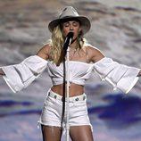 Miley Cyrus muy emocionada cantando 'Malibú' en los Billboard 2017